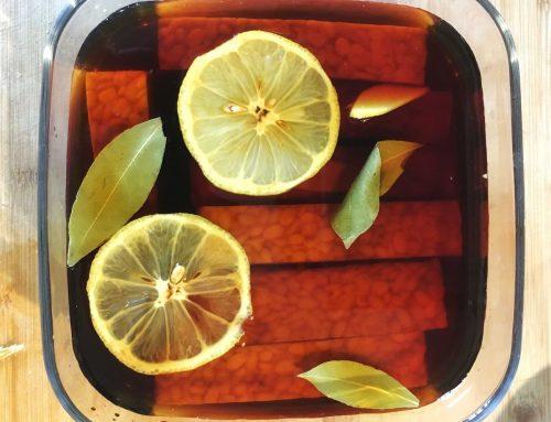Tempeh marinato con alloro, limone e zenzero